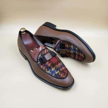 Bow bit loafers shoes.
