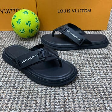 Quality black slippers leather