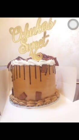 Teekays 8inch Vanilla red velvet and chocolate cake