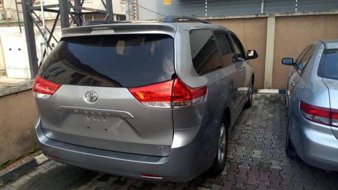 2011 Toyota Sienna, Automatic Transmission - 8 Seater