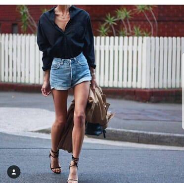 Denim Mom Shorts in Washed