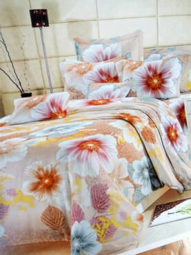 Bloomy Garden Bed sheet with Duvet and 4 Pillow Cases