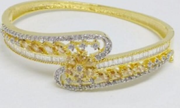 002 GOLD LUXURY STONE BANGLE