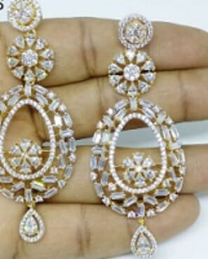 006 SILVER LUXURY STONE EARRING